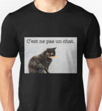 C'est ne pas un chat. Unisex T-Shirt