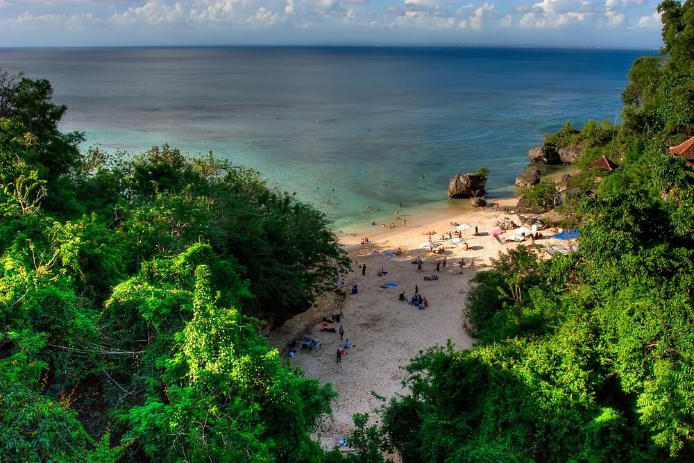 Padang Padang Beach by jaymephoto