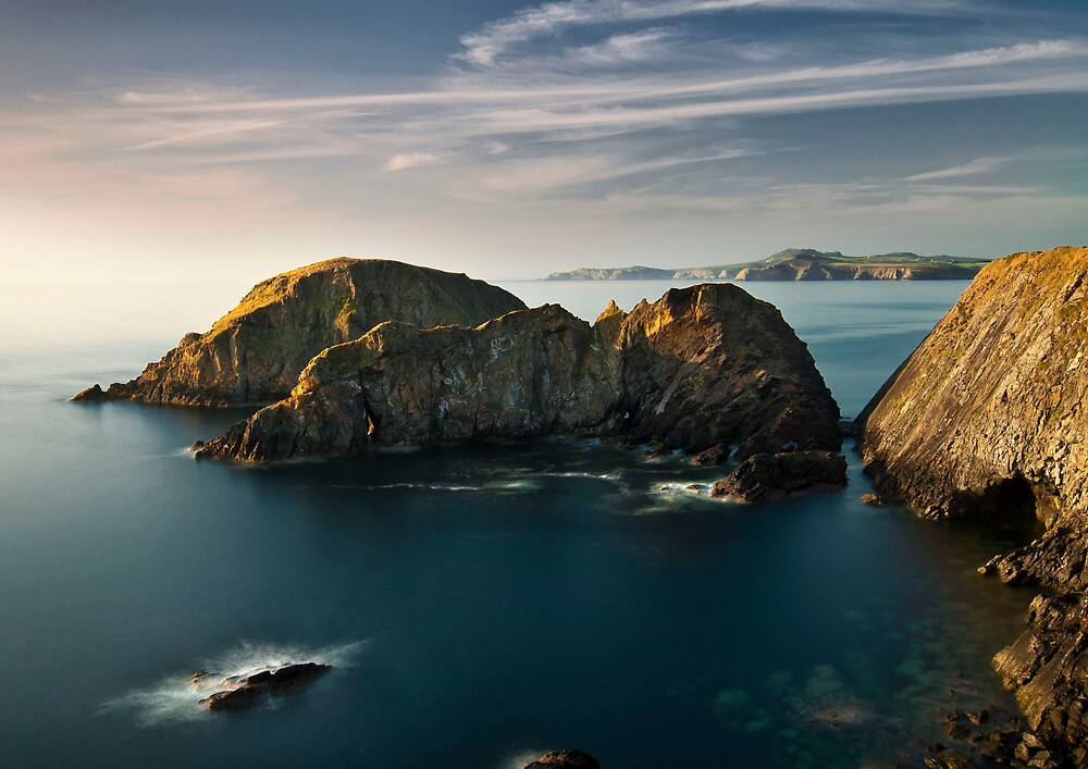 craggy headland at ynys deullyn, abercastle in pembrokeshire by paul mcgreevy