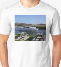 Norfolk Broads Cruiser Unisex T-Shirt