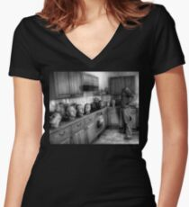 Where the hell is Sunday? Women's Fitted V-Neck T-Shirt