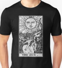 The Sun Tarot Card - Major Arcana - fortune telling - occult T-Shirt