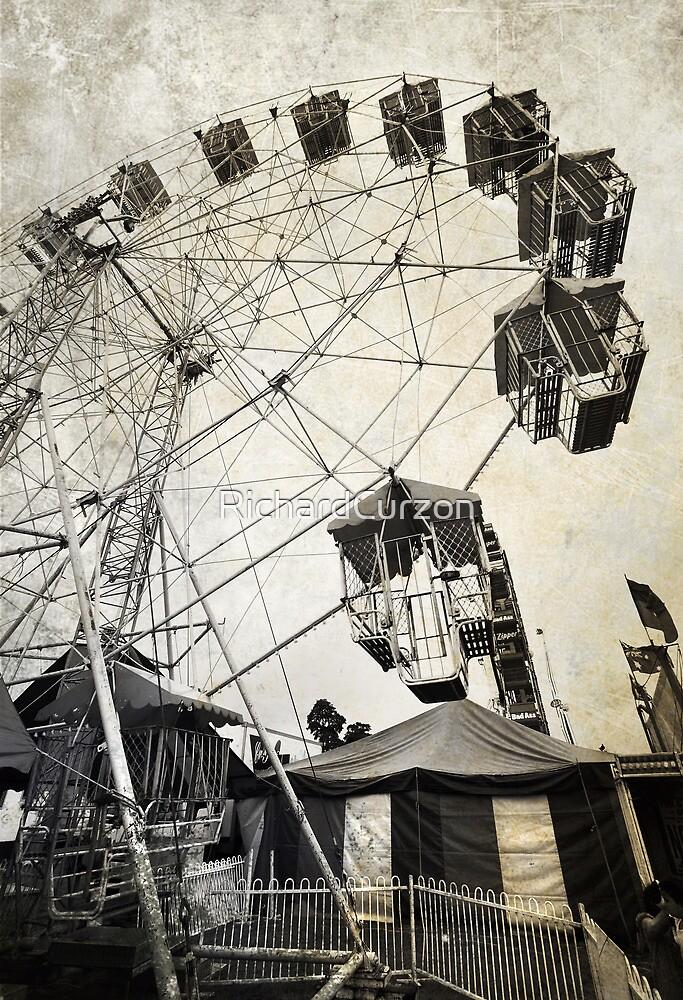 Ferris Wheel - Innisfail Show by RichardCurzon