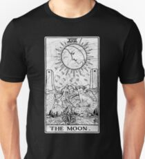 The Moon Tarot Card - Major Arcana - fortune telling - occult Slim Fit T-Shirt