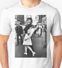 Times Square V/J-Day Kiss Unisex T-Shirt