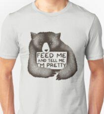 Camiseta ajustada Aliméntame y dime que soy bastante