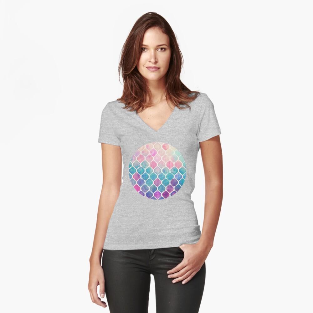 Rainbow Pastel Watercolor Marroquí Patrón Camiseta entallada de cuello en V