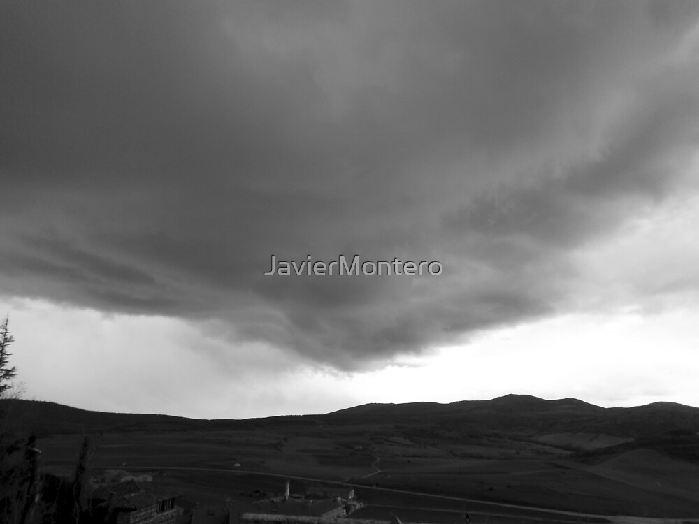 The storm is coming by JavierMontero