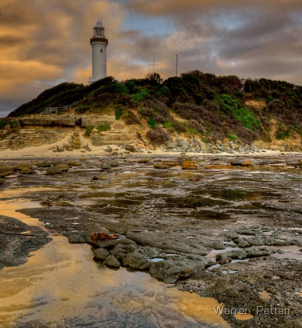 Lighthouse Glow. by Warren  Patten