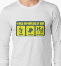 O Mais Important Na Vida - The Important Things in Life (Brazilian Portuguese T-shirt) T-Shirt