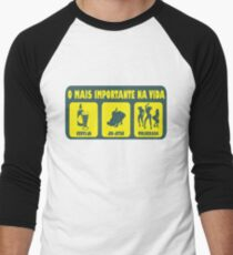 O Mais Important Na Vida - The Important Things in Life (Brazilian Portuguese T-shirt) T-Shirt