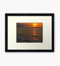 tropical sunset III - puesta del sol tropical Framed Print
