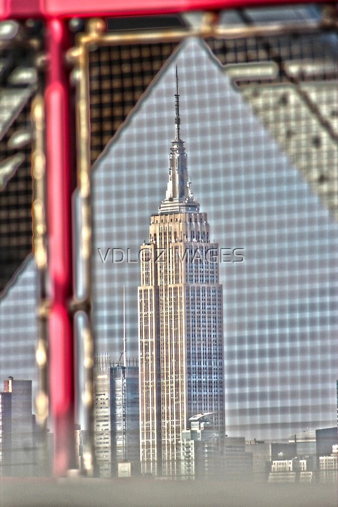 Empire State Building by VDLOZIMAGES