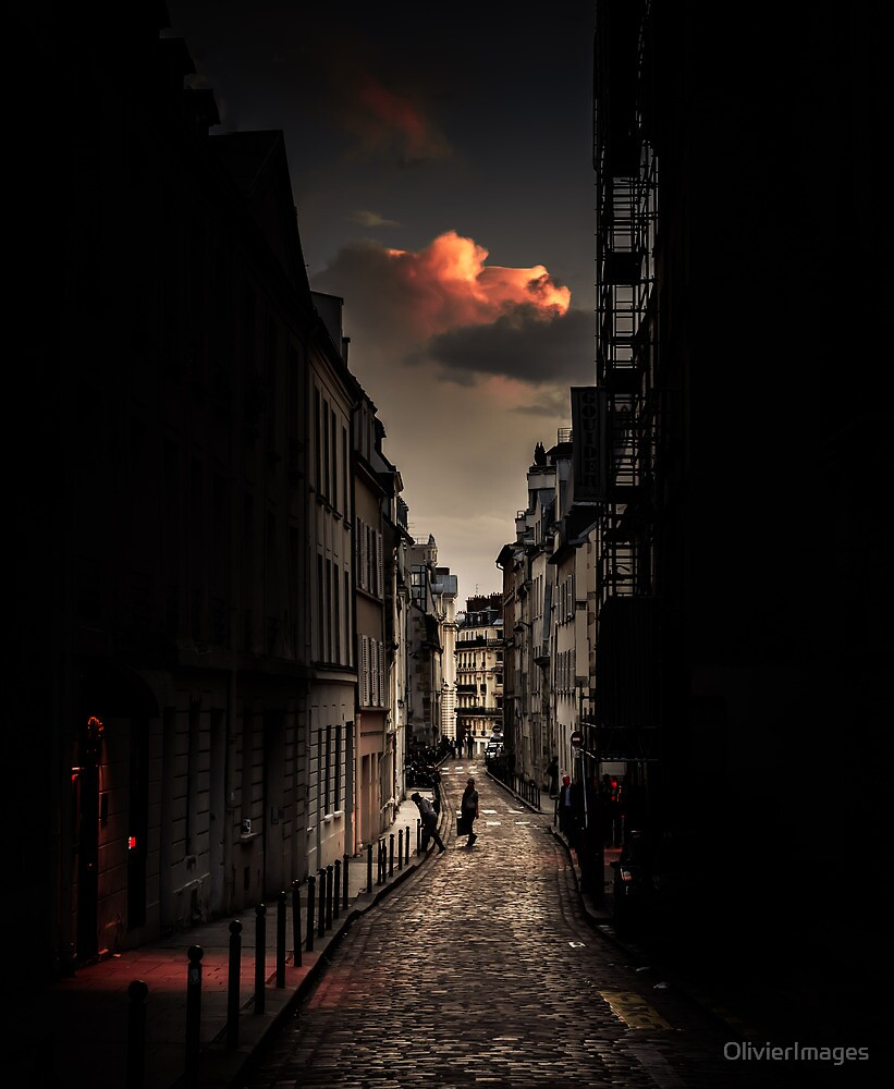 Red cloud in Paris (France) by OlivierImages