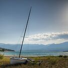 Abandonned boat by the lake by MichaelDarn