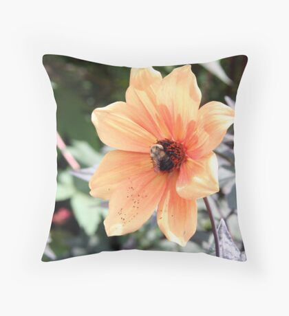 In the middle of buzziness Throw Pillow