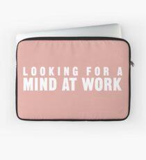 Auf der Suche nach einem Geist bei der Arbeit Laptoptasche