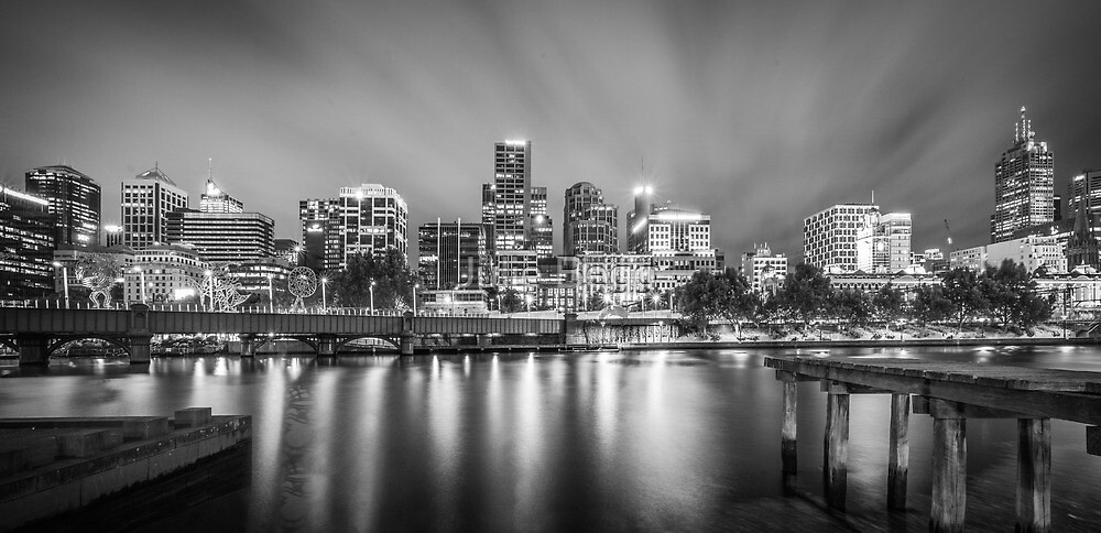 Beauty by Night on the Yarra River, Melbourne by Julie Begg
