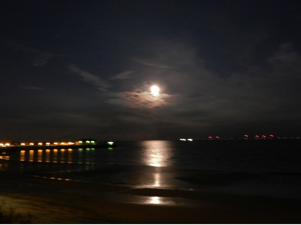Moon rise over Pier by TOFFS