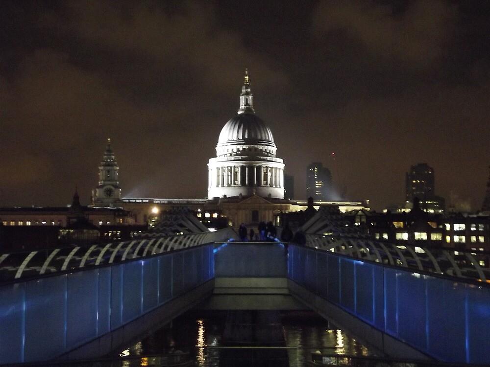 St Pauls from Millenium Bridge by bijal pattani