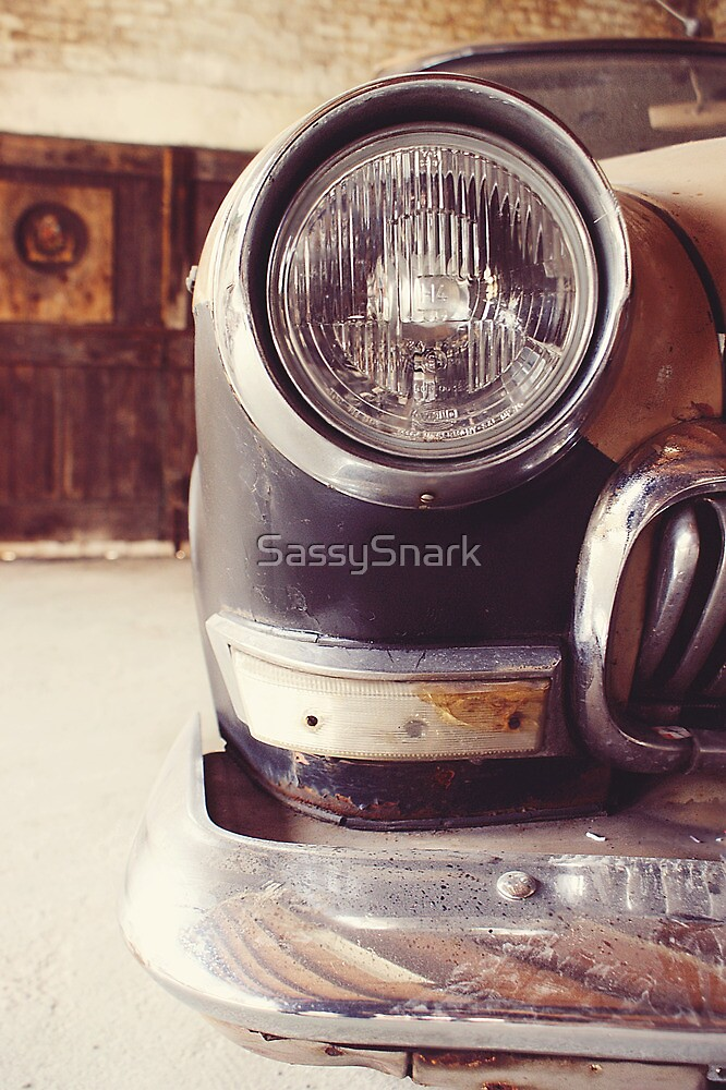 Vintage car by SassySnark