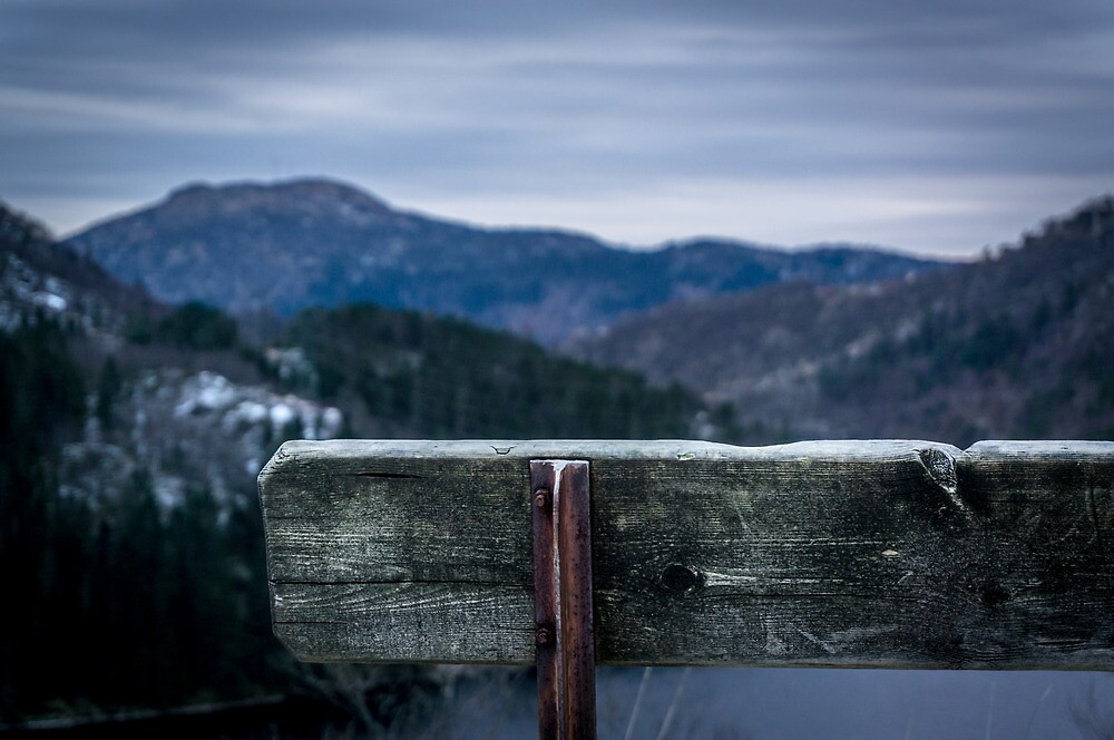 Bench between mountains by Paulius Bruzdeilynas