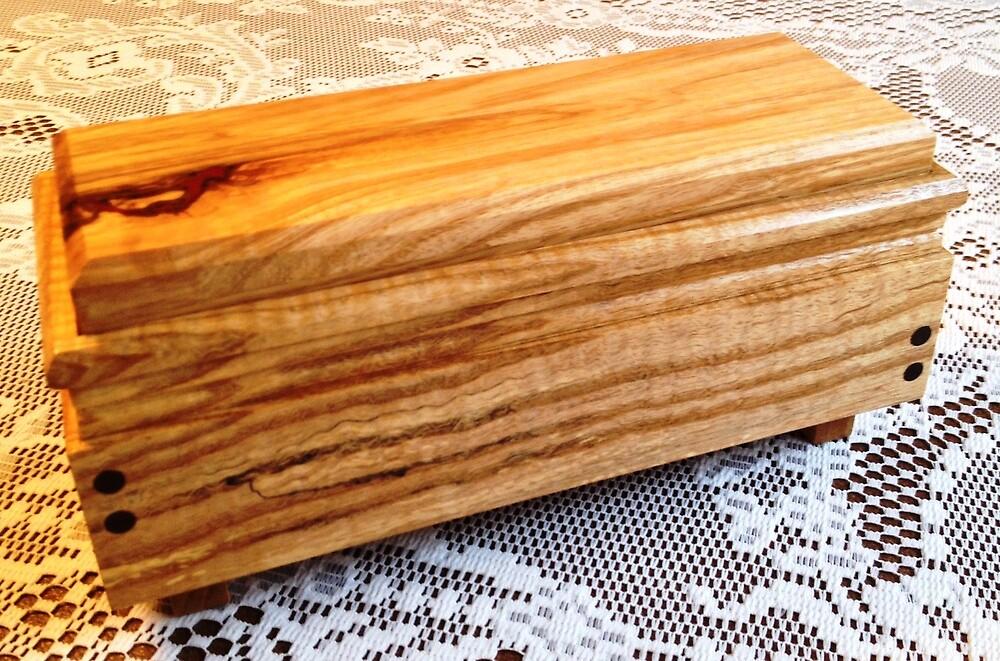 Keepsake Box No. 122.01 by Robert's Woodworking Studio