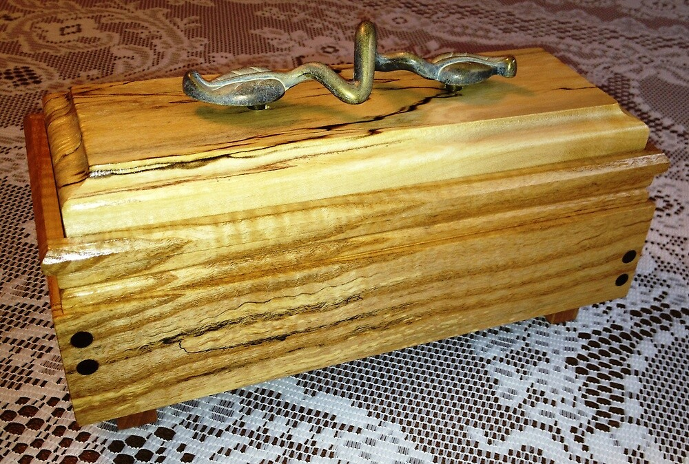 Keepsake Box No. 122.02 by Robert's Woodworking Studio