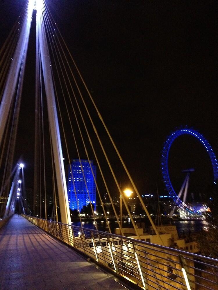 London Eye on the far by grazianogarcia