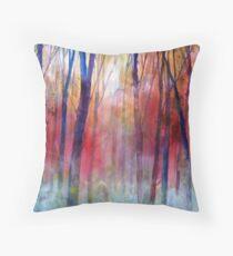 Il bosco dei sussurri Throw Pillow