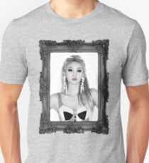 QUEEN CL Slim Fit T-Shirt