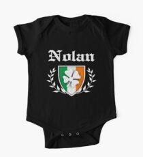 Nolan Family Shamrock Crest (vintage distressed) Baby Body Kurzarm