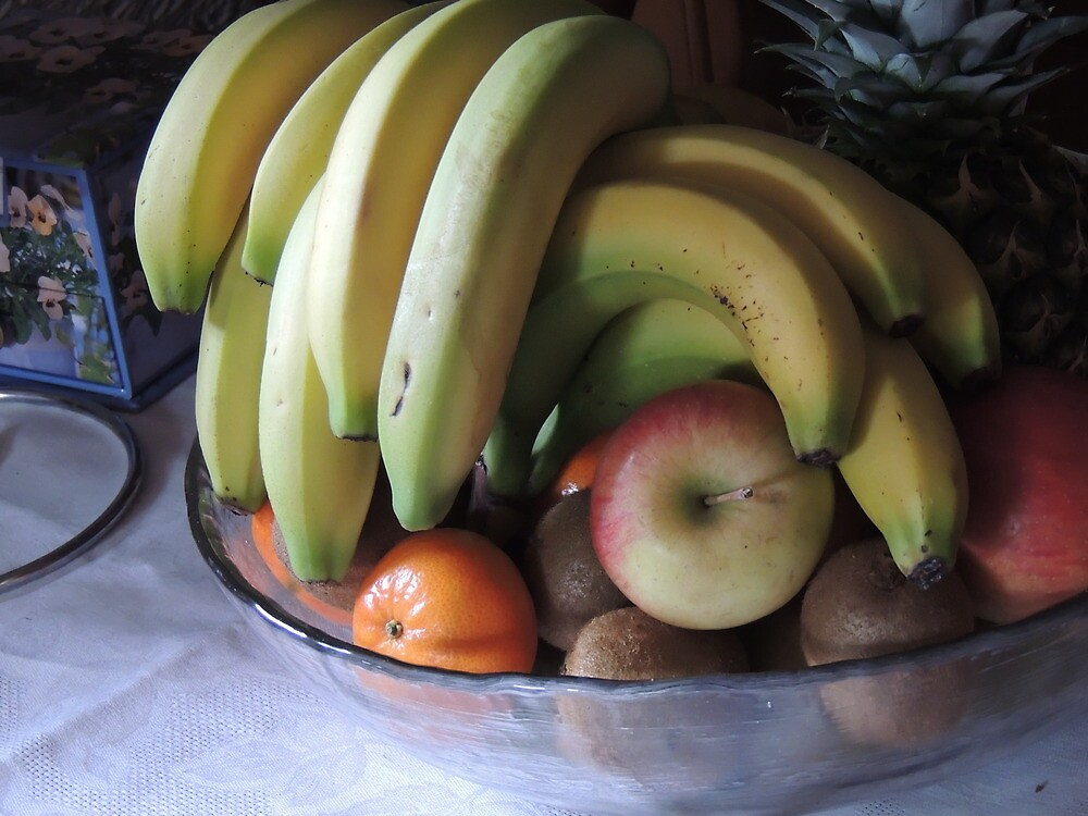 Still life: Fruit Bowl by Ian Lyall
