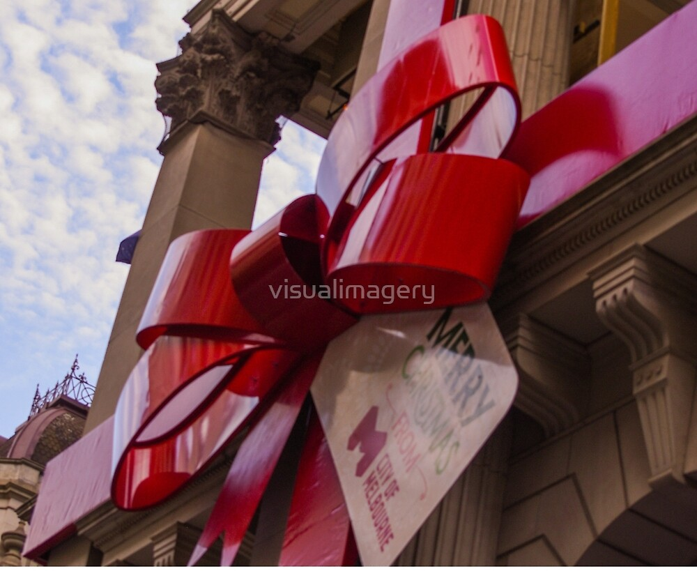 Christmas bow at Melbourne Town Hall by visualimagery