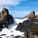 Big swell on Bombo colour. by David Kennedy