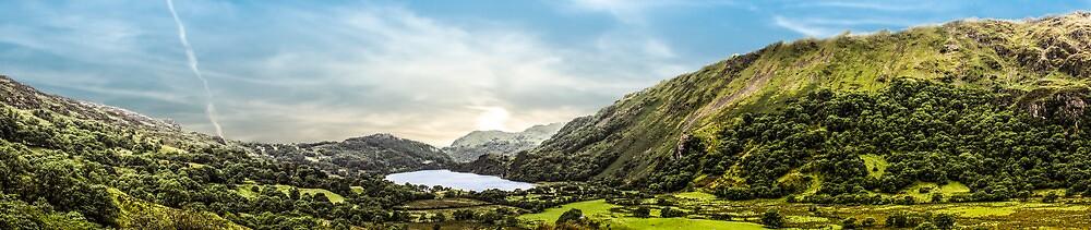 Nant Gwynant panoramic by Paul Madden