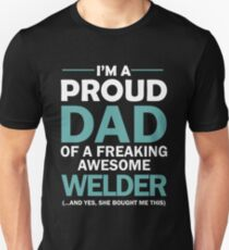 I'M A PROUD DAD OF FREAKING AWESOME WELDER Unisex T-Shirt