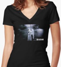 Don't Blink - Weeping Angel Women's Fitted V-Neck T-Shirt
