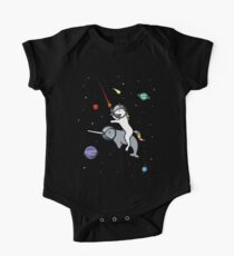 Unicorn Reiten Narwhal im Raum Baby Body Kurzarm