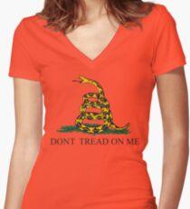 Die Gadsden-Flagge Tailliertes T-Shirt mit V-Ausschnitt