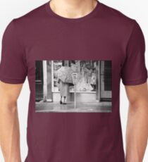 Collector, On the Way to M.Cartier Bresson Paris 1975 12 (n&b)(t) by Olao-Olavia par Okaio Création T-Shirt