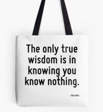 Die einzige wahre Weisheit besteht darin zu wissen, dass du nichts weißt. Tote Bag