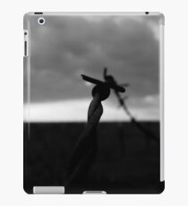 SILHOUETTE OF RUSTED BARBED WIRE iPad Case/Skin