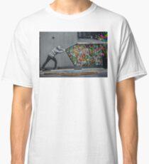 Camiseta clásica Detras de la cortina