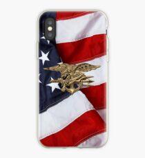 US Navy SEALs Trident über amerikanische Flagge iPhone-Hülle & Cover