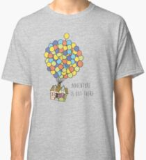 Camiseta clásica La aventura está ahí fuera
