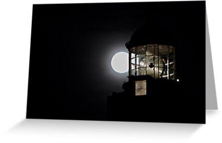 Pleine Lune sur St Mathieu by Jean-Luc Rollier