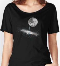 Luna Finds A Drink Women's Relaxed Fit T-Shirt