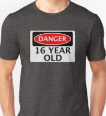 GEFAHR 16 Jahre alt, gefälschte lustige Geburtstag Sicherheitszeichen Slim Fit T-Shirt