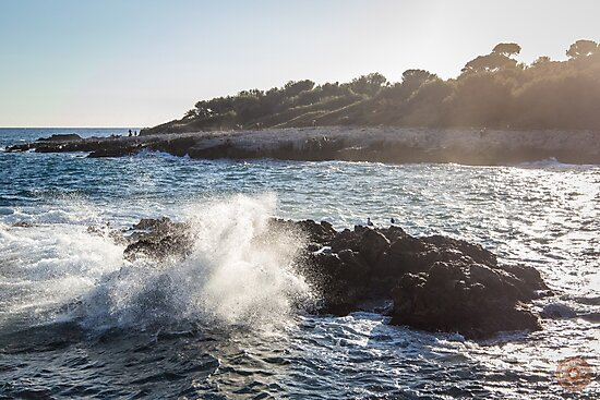 Waves Crashing on Rocks - Southern France by jpvalery